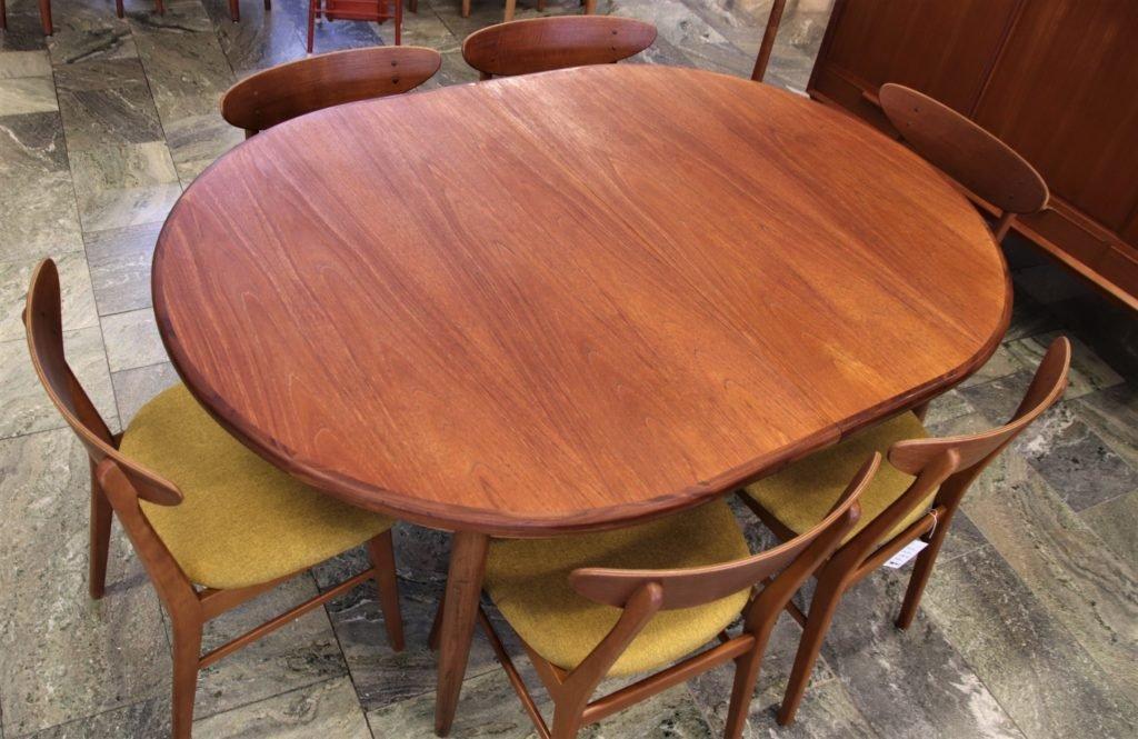 G Plan England, ovalt matbord i teak med butterflyskiva